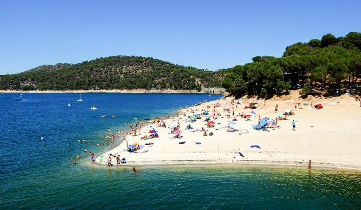 Piscinas y playas naturales para refrescarse en madrid for Piscinas naturales juan adalid
