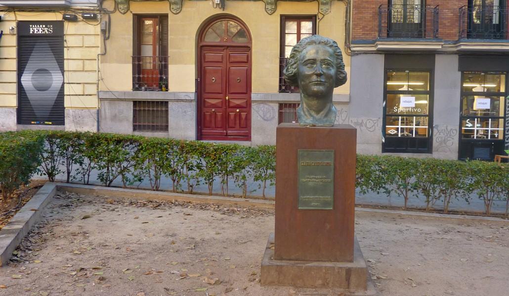 cbf43eabf El busto de Clara Campoamor vuelve al lugar del que fue robado ...