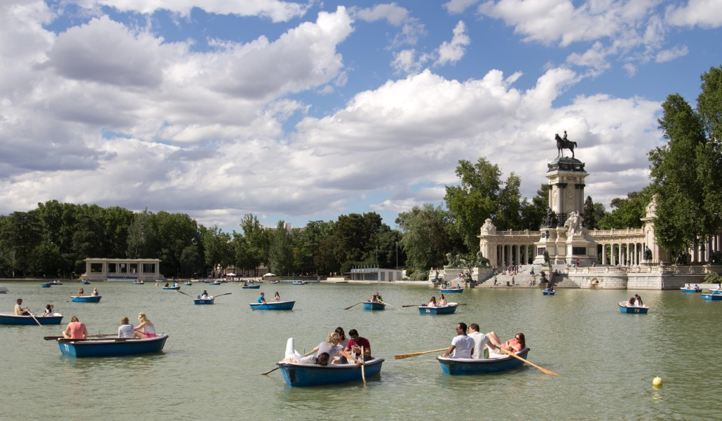 Nuevas barcas y un barco solar renovado para el estanque del ...